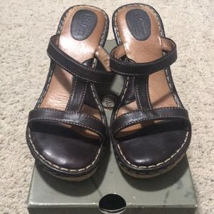 Born Amiga ll brown sandal